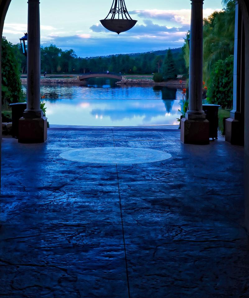 Infinity pool light