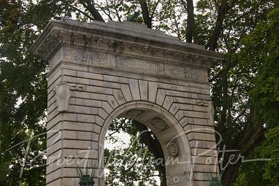9785-Capital Arch