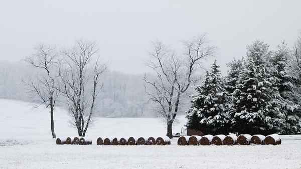 Farm in Snow (042-366)