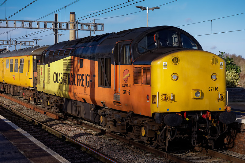 37116 at Didcot Parkway with 1Z23, the 07:13 Bristol - Tyseley, test train. <br /> 25th January 2018.