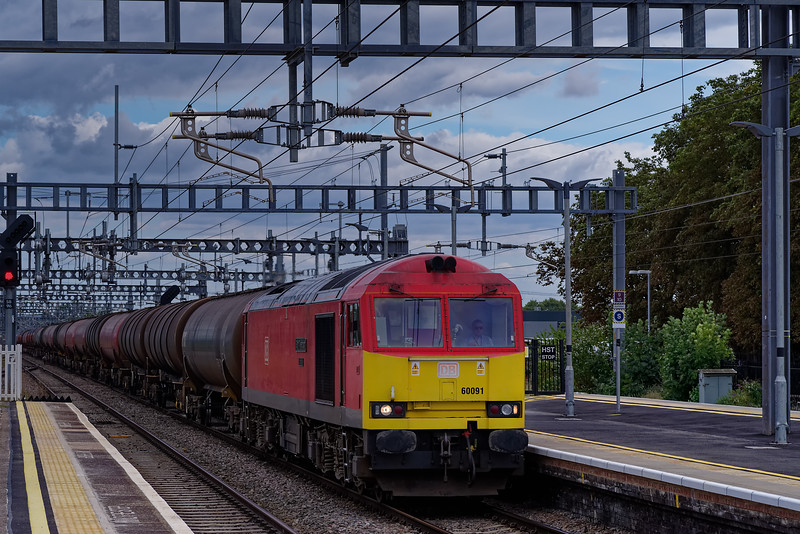 60091 passing through Didcot Parkway with 6B33, the 13:20 Theale - Robeston. <br /> 5th September 2019, this service is now routed via Newbury.