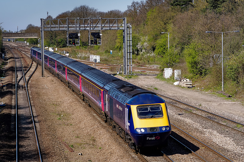 43003 / 43158 at Foxhall Junction with the 11:30 Bristol Temple Meads - Paddington <br /> on 8th April 2011.