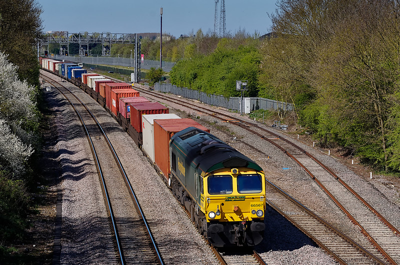 66567 at Foxhall Junction with 4O51, the 09:58 Wentloog Freightliners - Southampton Maritime on 8th April 2011.