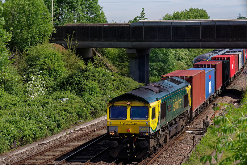 66528 being routed via Didcot Parkway with 4O05, the 07:03 Birch Coppice <br /> Freightliners - Southampton Martime. 1st June 2019.