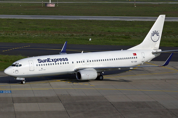 TC-SUI - Sun Express, Boeing 737-8CXW (c/n 32367, l/n 1253)  In the airline's now old colours, this Sun Express flight arrives on the ramp at Dusseldorf. 27 May 2004