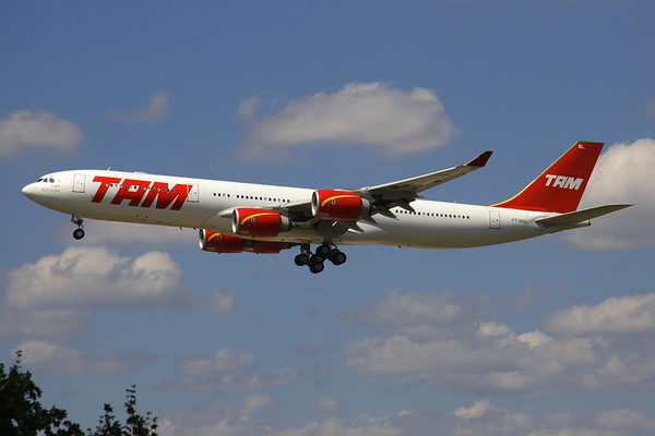 """PT-MSL - TAM Linhas Aereas, Airbus A.340-541 (c/n 464)  The largest of TAM's """"Magic Red Carpets"""" on short finals to runway 25L at Frankfurt. 29 June 2008"""