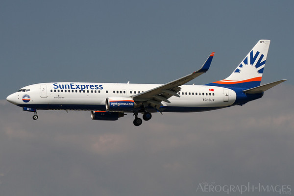 Reg:  TC-SUYOperator:  Sun ExpressType:  Boeing 737-86N/W  C/n:  30806 / 790Location:  Frankfurt-am-Main (FRA / EDDF), GermanyShort finals to FRankfurt's runway 25L on one of many SXS charter flights during the height of the summer seasonPhoto Date:  30 August 2013 Photo ID:  1300858