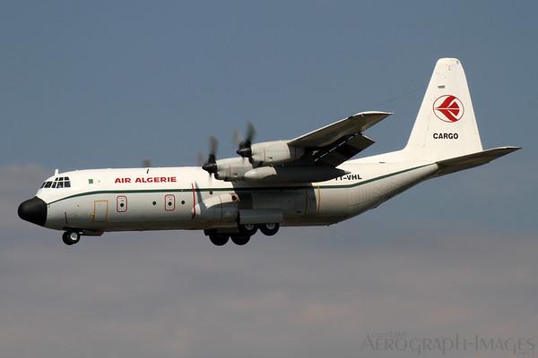 Reg:  7T-VHLOperator:  Air Algerie CargoType:  Lockheed L-100-30 Hercules  C/n:  382-4886Location:  Framkfurt-am-Main (FRA / EDDF), GermanyScheduled cargo service from Algiers on short finals to runway 25L at Frankfurt Photo Date:  30 August 2013 Photo ID:  1300864