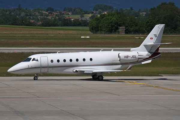 Reg: HB-JGL Type: Gulfstream Aerospace G.200		   C/n: 193   TAG Aviation Gulfstream 200 taxiing for departure at Geneva.     Photo Date: 17 May 2011 Photo ID: 1200009