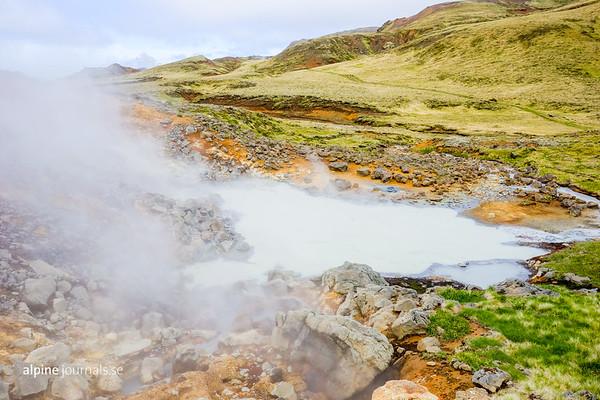 Solfatara at Ölkelduhnúkur, above and west of Klambragil and Reykjadalur in the Hengill geothermal area.