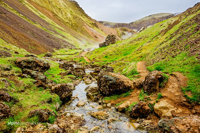Emerging from the gorgeous Klambragil, this little spring flows into Reykjadalsá in Reykjadalur to the pleasure of people bathing there. This spring is cold, but mixing with hot springs creates perfect conditions for a relaxing bath.