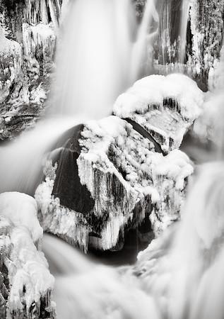Sveinsstekksfoss Frozen Detail