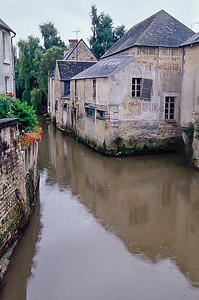 L'Aure through Bayeu
