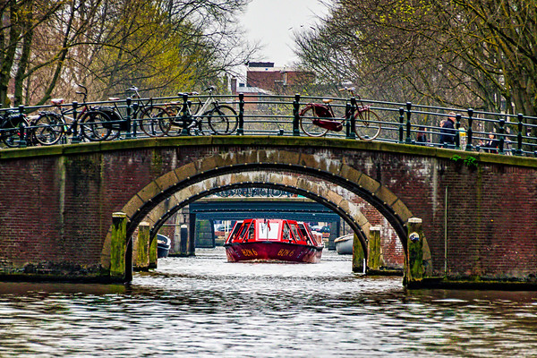 Traffic on the Leidsegracht canal