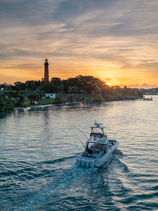 Heading out at the Jupiter Inlet