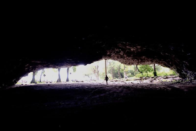 Tunnels Beach Cave