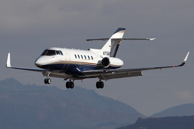 Reg: N715WT Type: Raytheon Hawker 800XP C/n: 258386   Showing the elegant lines of the HS.125 derivative, on short finals to Las Vegas-McCarran. This business jet has since moved to the Mexican register as XA-FYN.     Photo Date: 25 January 2008 Photo ID: 1200392