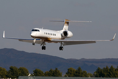 Reg: N725MM Type:  Gulfstream Aerospace G.550 C/n: 5161   MGM Mirage Gulfstream on short finals to its home base at Las Vegas-McCarran     Photo Date: 21 January 2008 Photo ID: 1200380