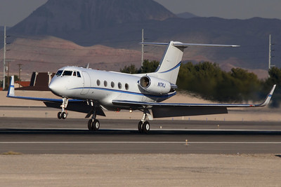 Reg: N17KJ Type:  Grumman Gulfstream G.II-SP C/n: 200   Classic Gulfstream 2 touching down on 25L at Las Vegas McCarran     Photo Date: 21 January 2008 Photo ID: 1200381