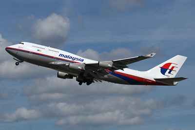 """Reg: 9M-MPM Operator: Malaysia Airlines Type:  Boeing 747-4H6 C/n: 28435 / 1152   """"Malaysian 3"""" climbs away from runway 27L at London-Heathrow, bound non-stop for Kuala Lumpur.     Photo Date: 23 August 2009 Photo ID: 1200449"""