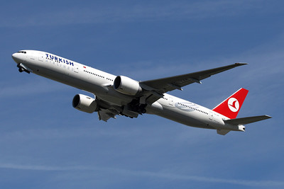 Reg: TC-JJA Operator: Turkish Airlines  Type:  Boeing 777-335RER C/n: 35160 / 653 Location:  London - Heathrow (LHR / EGLL) - UK        Photo Date: 23 August 2009 Photo ID: 1300660