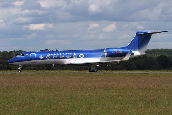 Reg: 4K-AI06 Type:  Gulfstream Aerospace G.550 C/n: 5277    Spectacularly painted Gulfstream 550 departing Luton, operated by Baku based SW Business Aviation and wearing their country's national titles.     Photo Date: 24 June 2011 Photo ID: 1200454