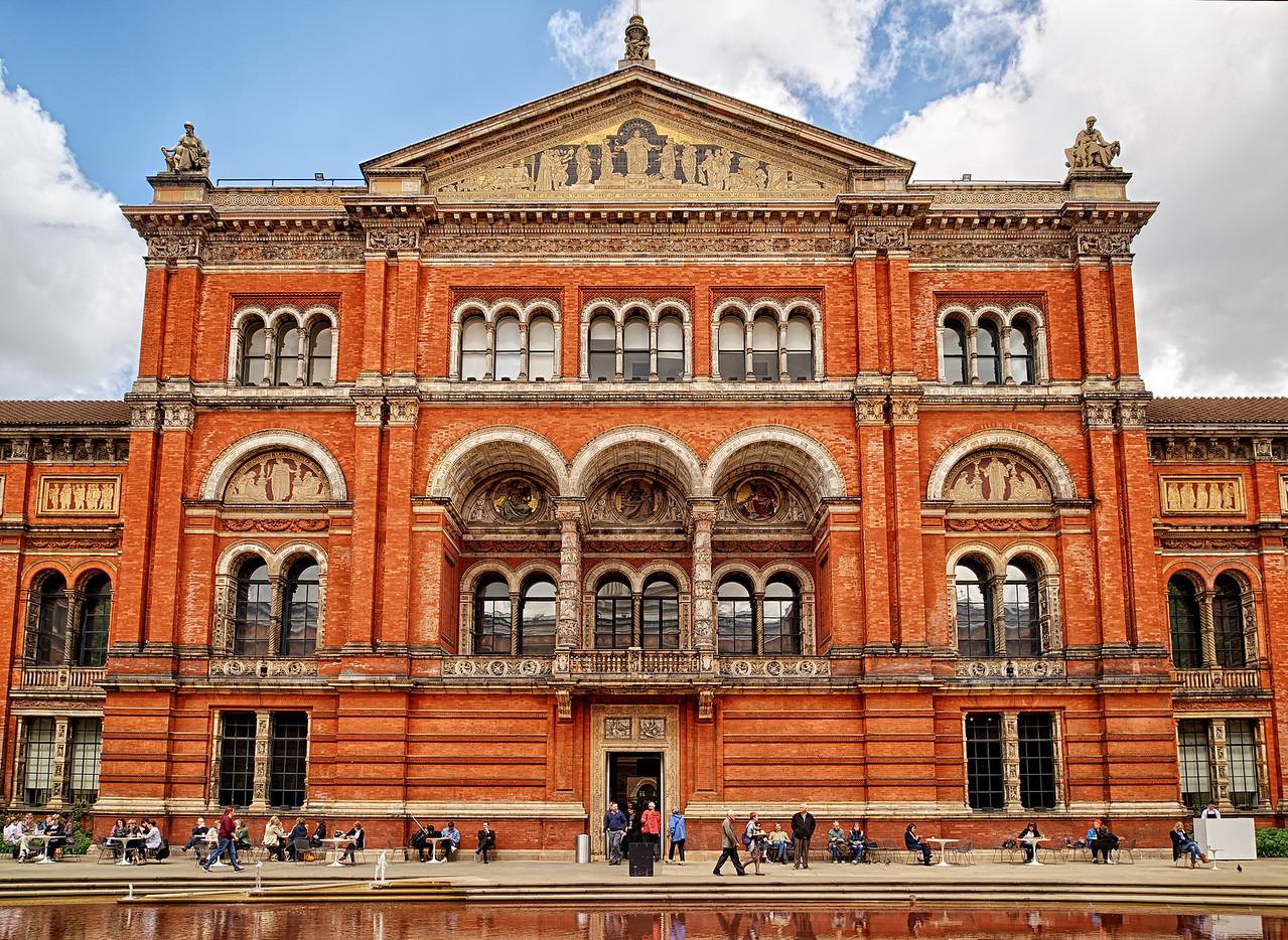 Victoria & Albert Museum - inner courtyard