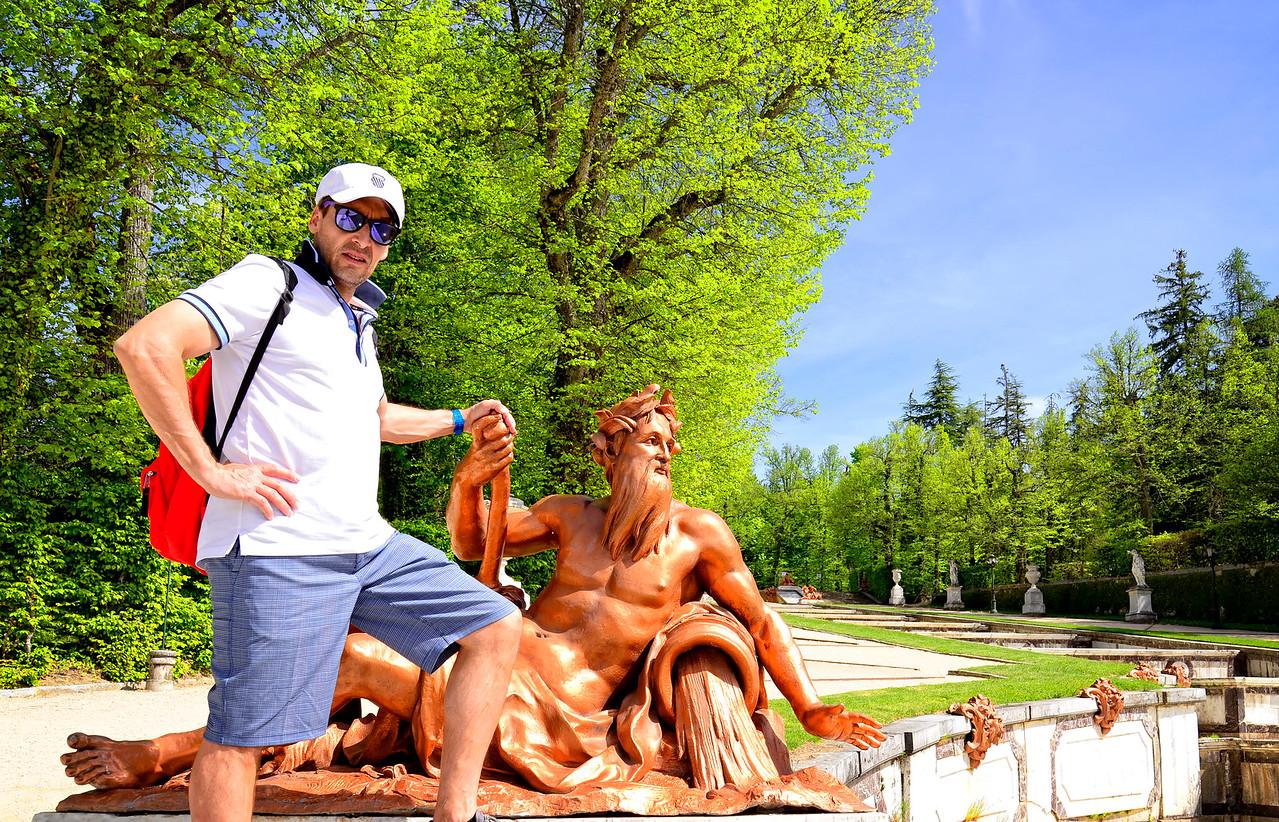 Renoldo & neptune statue