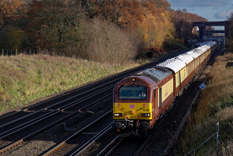 """67024 top & tailed with 67004, working 1Z41, the 09:45 Victoria - Winchester<br />  """"British Pullman"""" on 29th November 2019."""