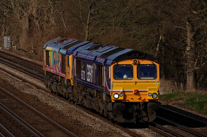 66723 / 66720 working 0Y62, the 09:42 Eastleigh - Tonbridge, on 6th April 2015.