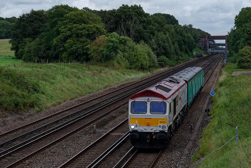 66721 working 5Y68, the 09:40 Tonbridge - Eastleigh Arlington, on 7th September 2017. Conveying Translator Vehicles.