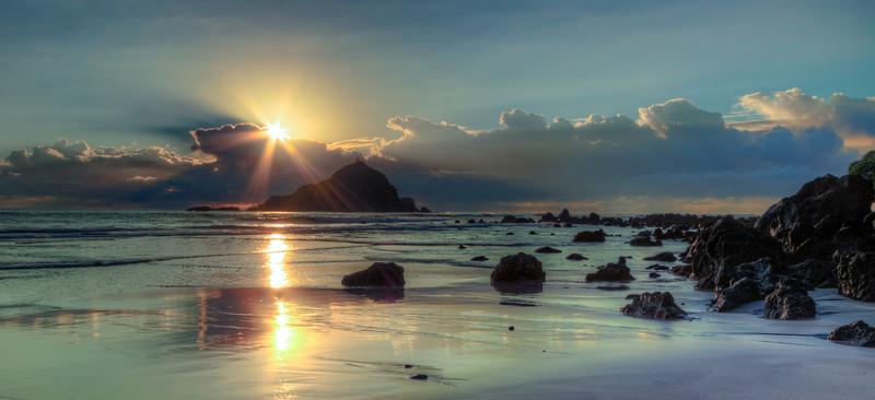 Sunburst on Koki Beach