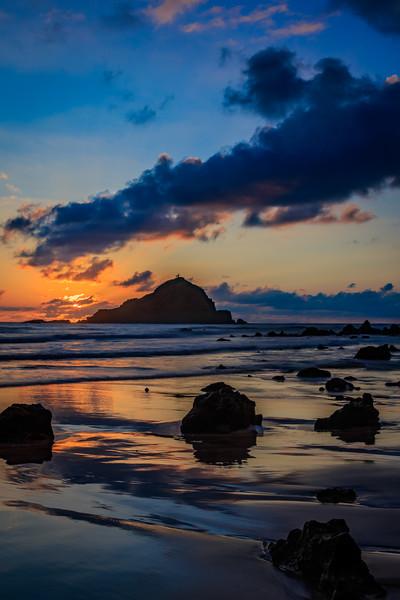Sunrise behind Alau Island