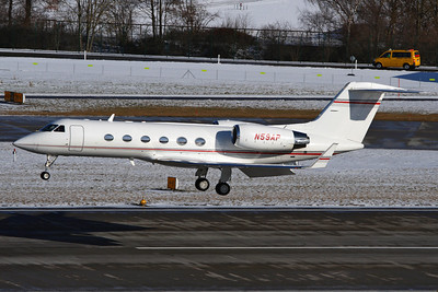 Reg: N59AP Type:  Gulfstream Aerospace G.IV-SP		   C/n: 1476   Landing on runway 28 at Zurich, this Gulfstream has since been re-registered as N221EA and replaced by its owners with a Gulfstream G450.     Photo Date: 31 January 2010 Photo ID: 1200462