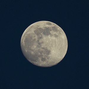 Early evening moon 98% 25th April 2021