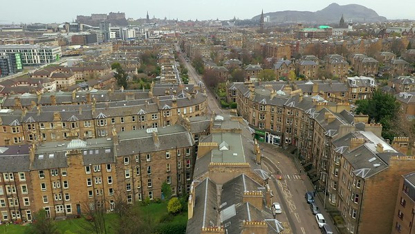 STOCK 4K AERIAL Lockdown Edinburgh Empty Streets 200410 001