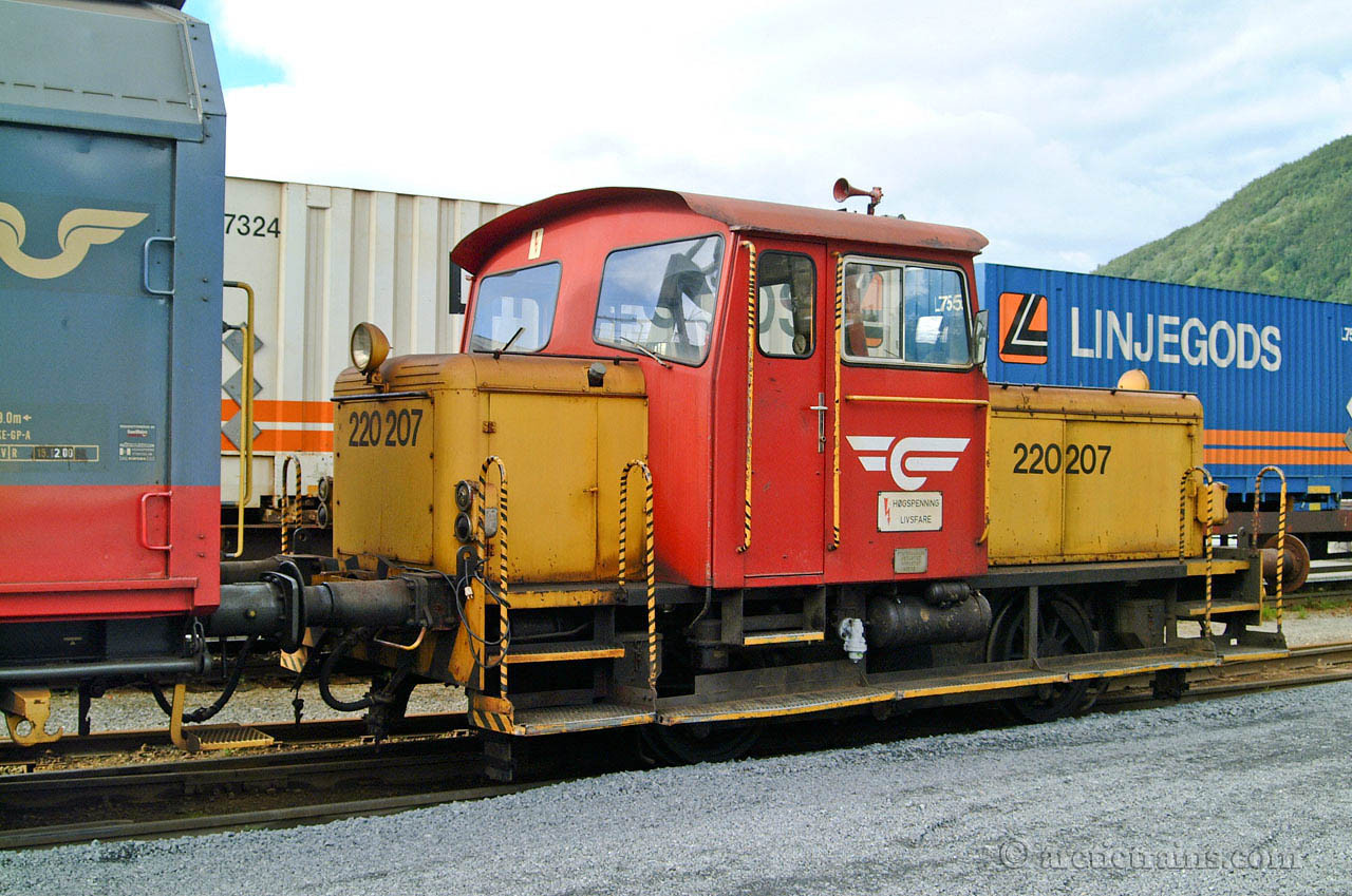NSB Skd 220 207 Narvik H Fagernes 2001-08-05 by TS
