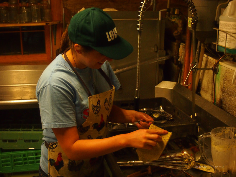 Manager Maddie Lesser '13 washes dishes.