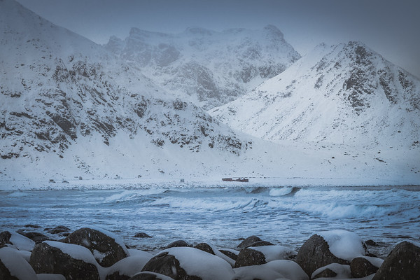 Stuck in the middle - Unstad Beach, Lofoten