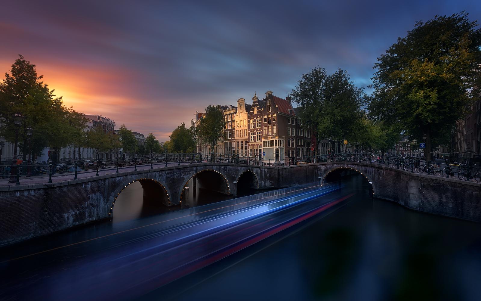 Amsterdam Sunset by Jesús M. García