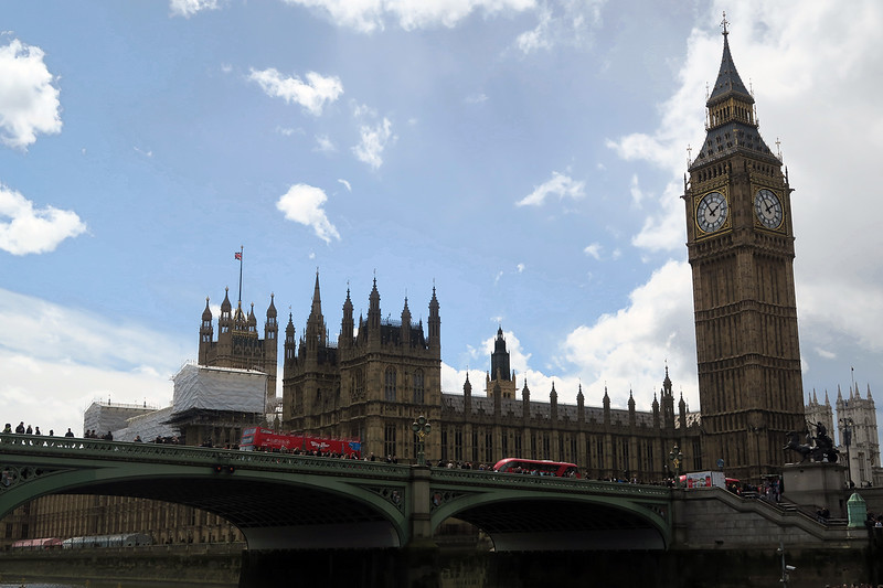 avoid looking like a tourist in london