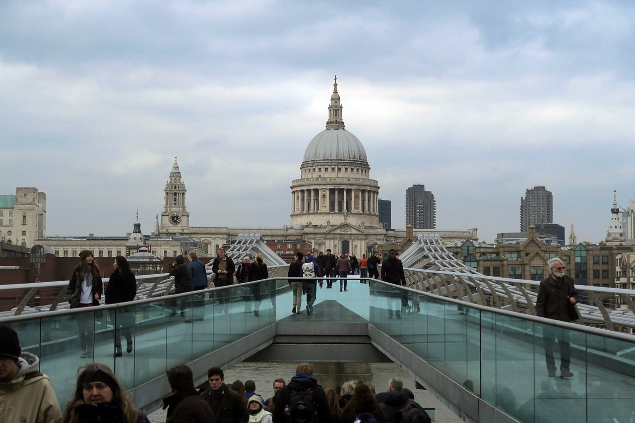 london like a local millennium bridge tourists