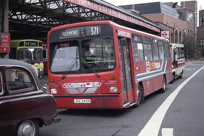 London Buses DWL9 Clarence Way Kingston Sep 94