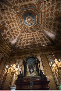 Small clock in a big room (Kennsington Palace)