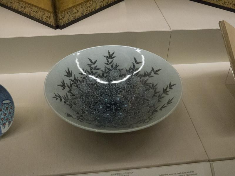Large bowl by Imaizumi Imaemon XIV