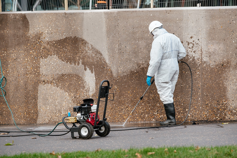 Cleaning the outside of the Tate modern museum