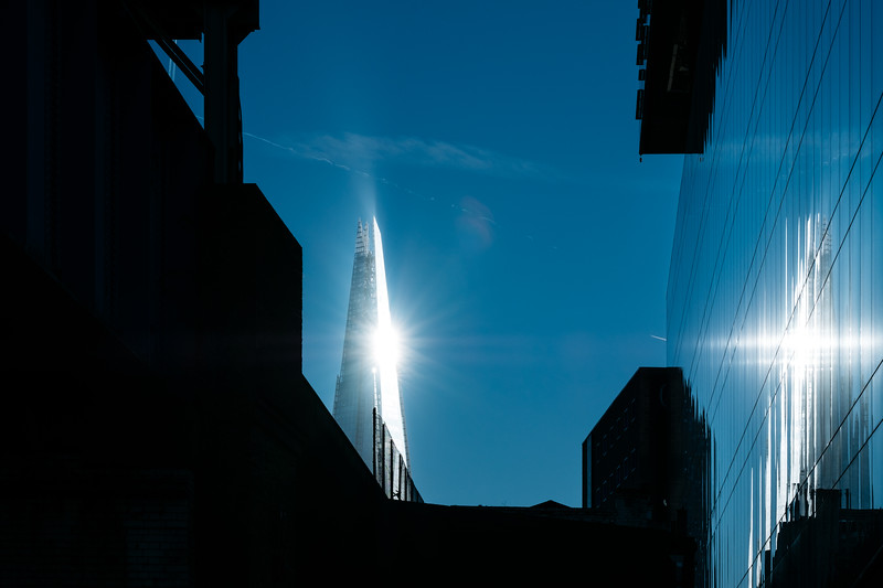 The Shard reflecting the sunlight in the afternoon