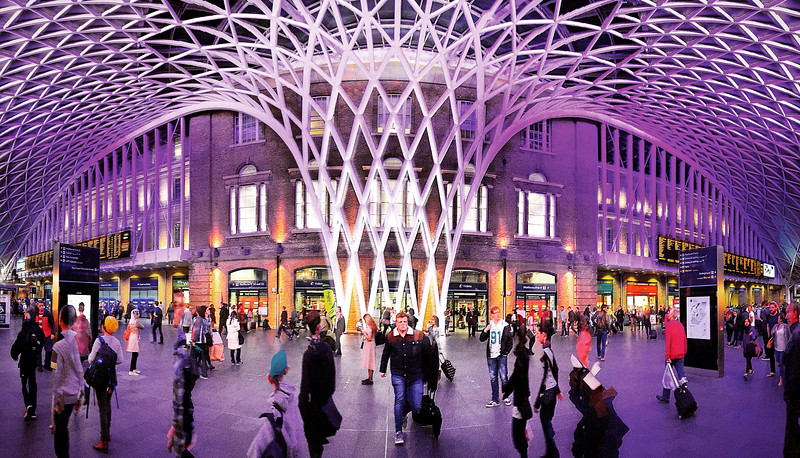 Rush Hour at King's Cross Station. 2015.