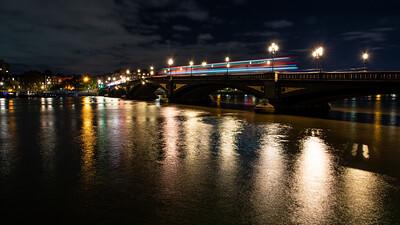 Traffic on Battersea Bridge
