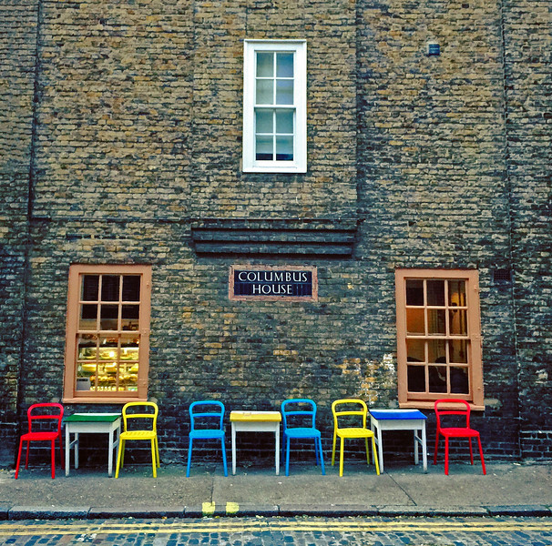 Outdoor cafe in Wapping. 2016.